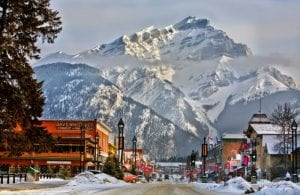 9 Amazing Facts About Lake Louise You Must Know 4
