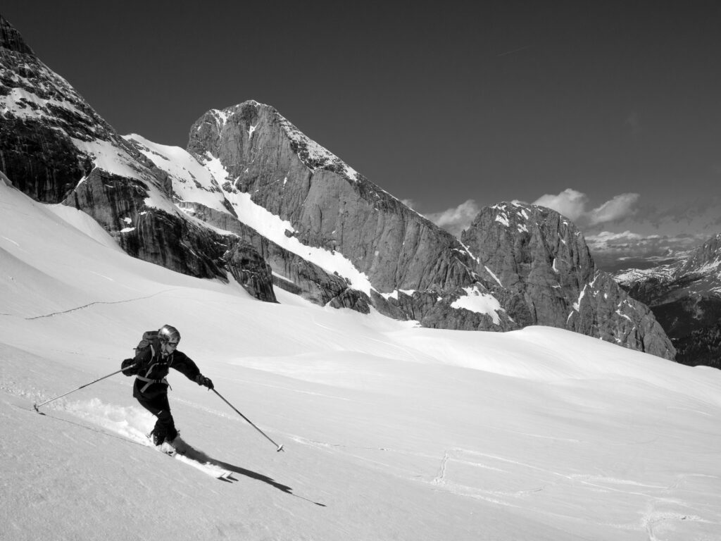 Mount Logan: The Number 1 Thrilling Ski Mountain Experience 1