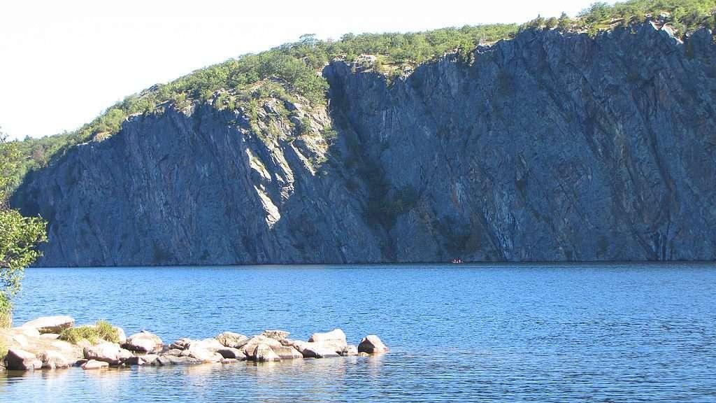 Mazinaw Lake