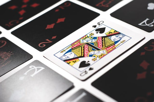 When to tip the casino dealer? 1